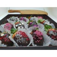 kupit-Клубника в шоколаде в подарочная коробке-v-baku-v-azerbaycane